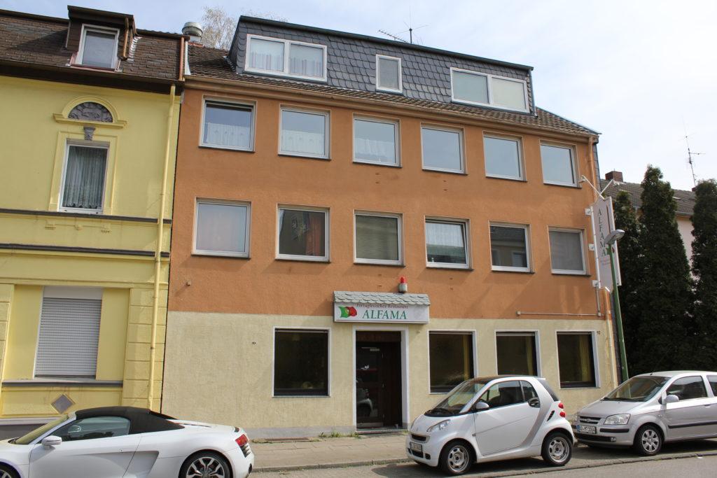 Wohn- und Geschäftshaus mit Restaurant Essen Front